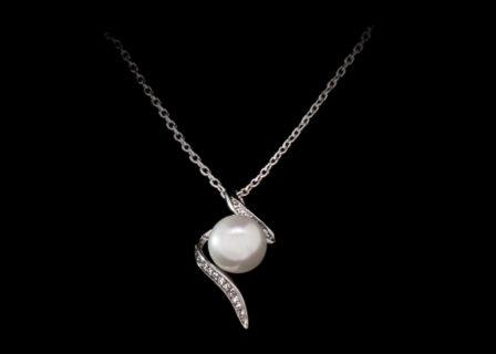 halskette schmuckanhänger perle produktfoto